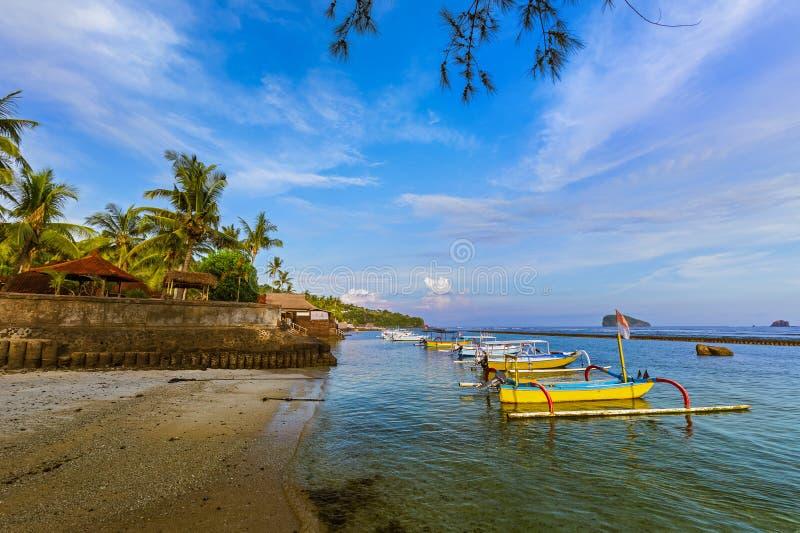 Παραλία στο νησί Ινδονησία Candidasa - του Μπαλί στοκ εικόνες με δικαίωμα ελεύθερης χρήσης