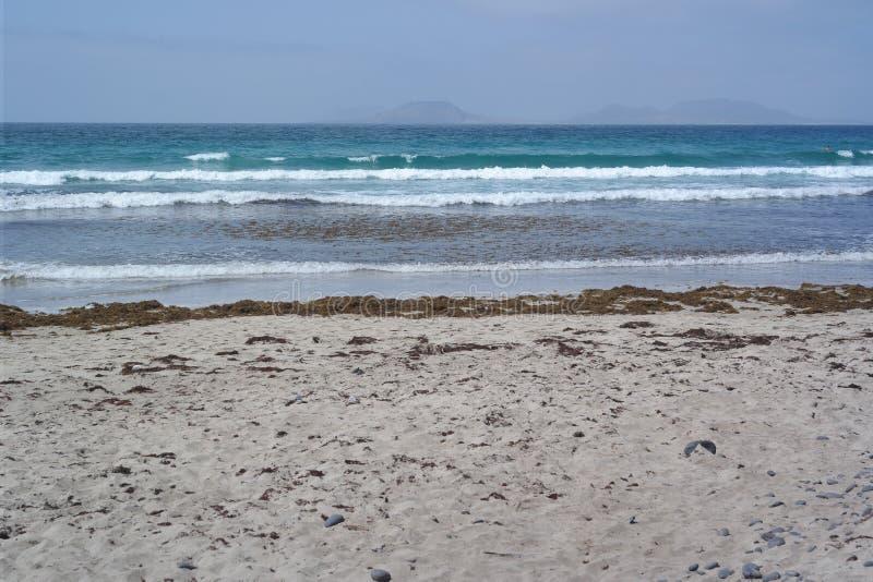 Παραλία Famara, Lanzarote, νησί canarias στοκ φωτογραφίες