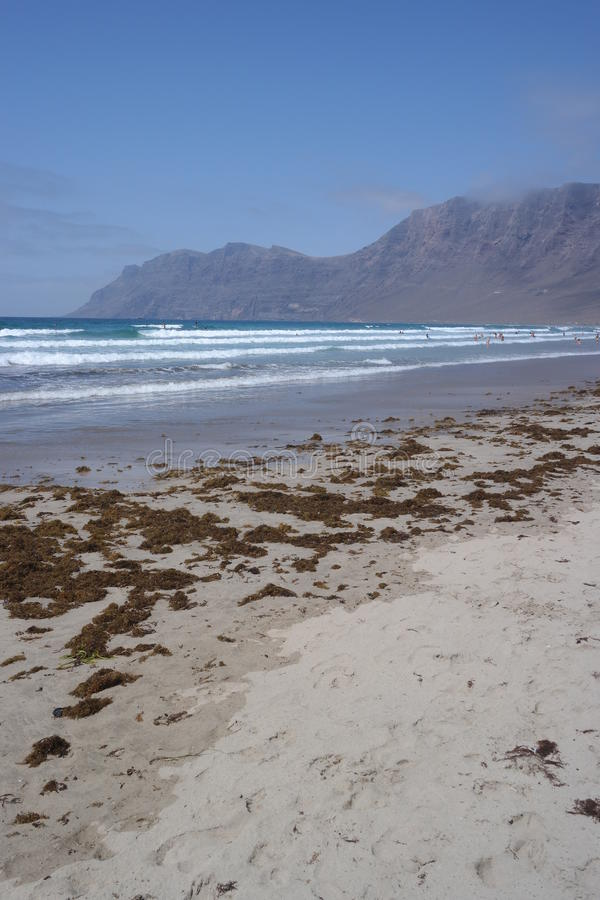 Παραλία Famara, Lanzarote, νησί canarias στοκ φωτογραφία με δικαίωμα ελεύθερης χρήσης
