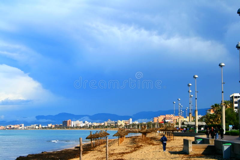 Παραλία και προκυμαία Majorca στοκ εικόνες