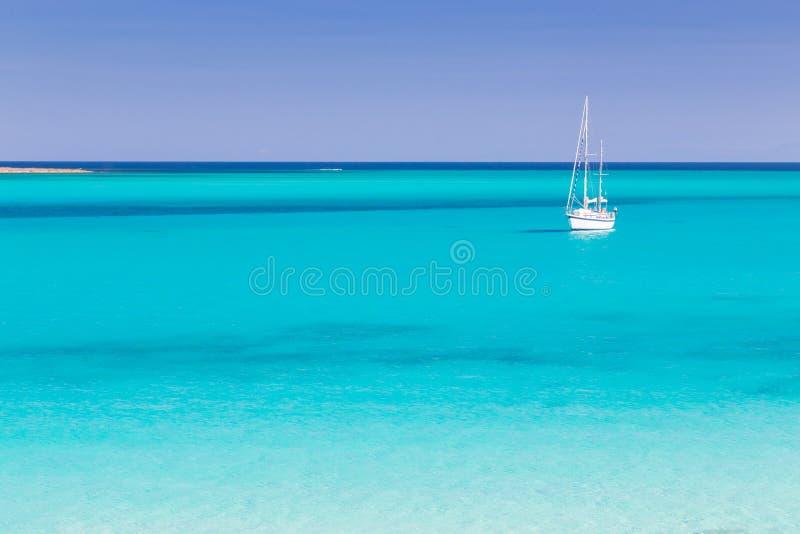 Παραλία Pelosa, Σαρδηνία, Ιταλία στοκ φωτογραφία