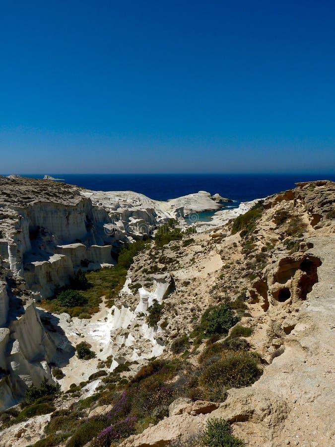 Παραλία Sarakiniko στο νησί της Μήλου (Ελλάδα) στοκ φωτογραφία