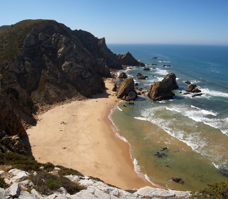 Παραλία Ursa από την κορυφή του απότομου βράχου, ακρωτήριο Roca στοκ εικόνες