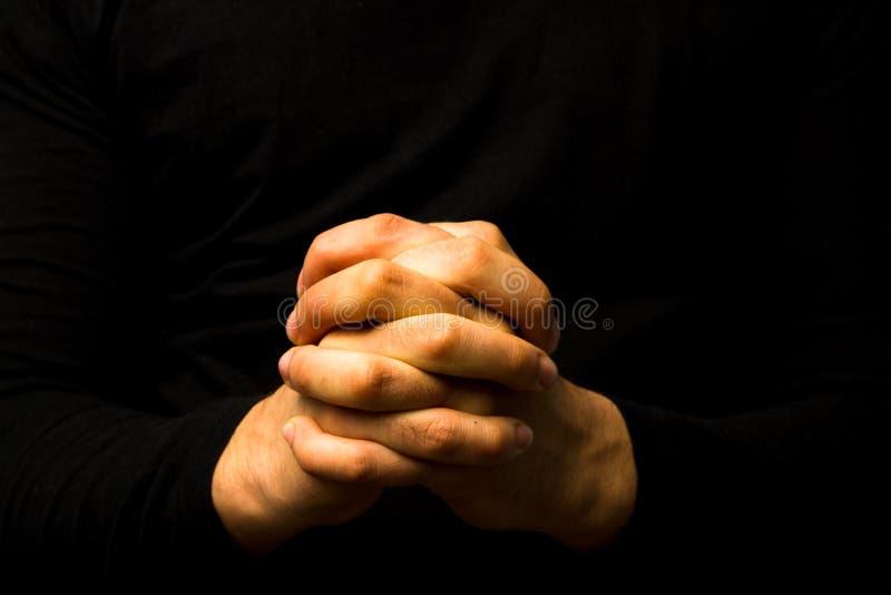 Παραδίδει την προσευχή