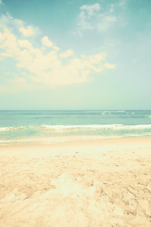 παραλιών ακτών θερινή κυματωγή πετρών άμμου της Κύπρου μεσογειακή στοκ εικόνες με δικαίωμα ελεύθερης χρήσης