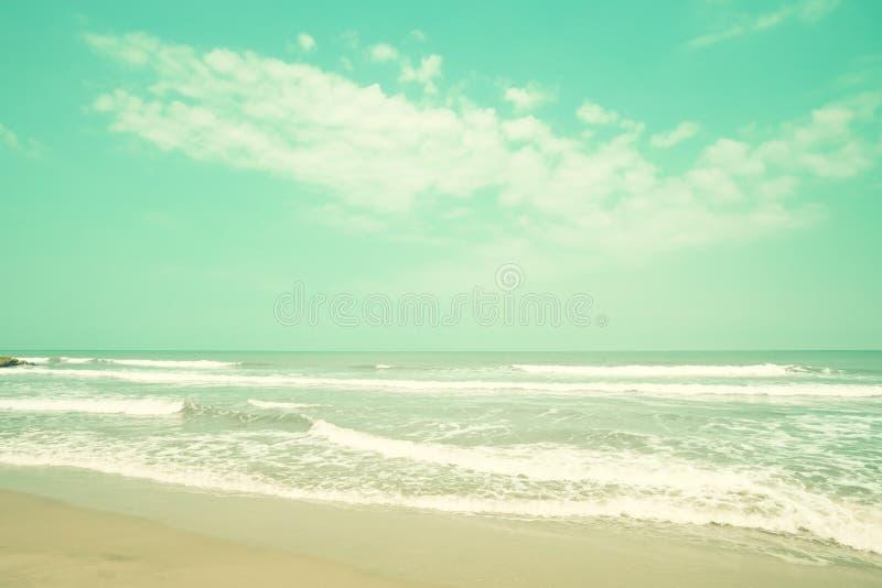 παραλιών ακτών θερινή κυματωγή πετρών άμμου της Κύπρου μεσογειακή στοκ φωτογραφία με δικαίωμα ελεύθερης χρήσης