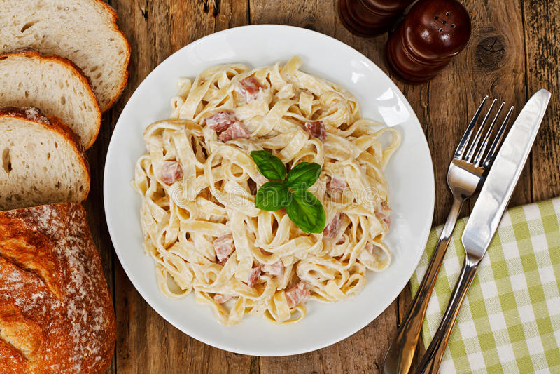 Παραδοσιακά ιταλικά τρόφιμα στοκ εικόνες