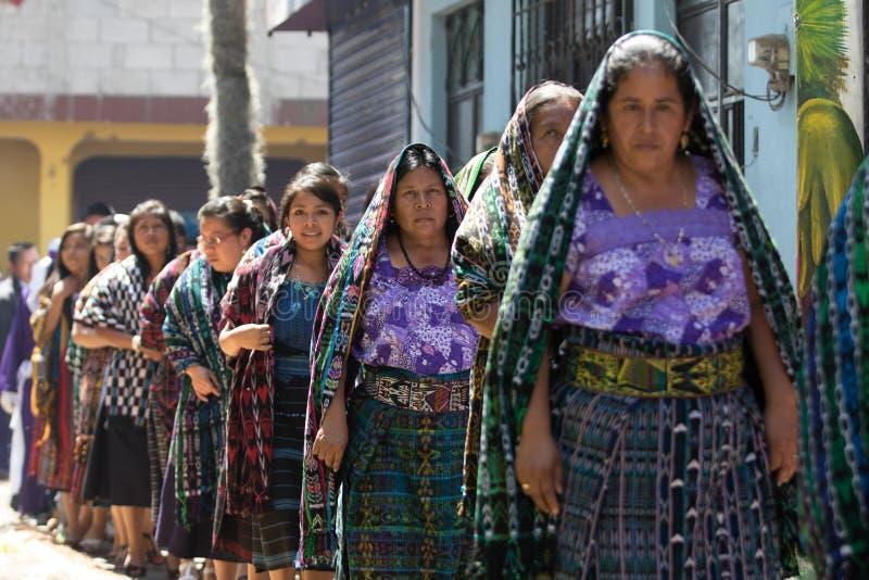 Παραδοσιακά ντυμένες των Μάγια γυναίκες στη Γουατεμάλα στοκ εικόνα