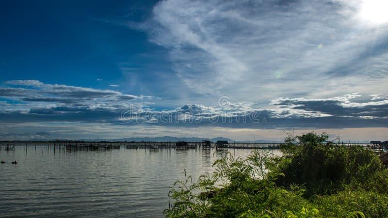 Παραδοσιακά ξύλινα σπίτια ψαράδων στη λίμνη Songkhla, Ταϊλάνδη στοκ φωτογραφία