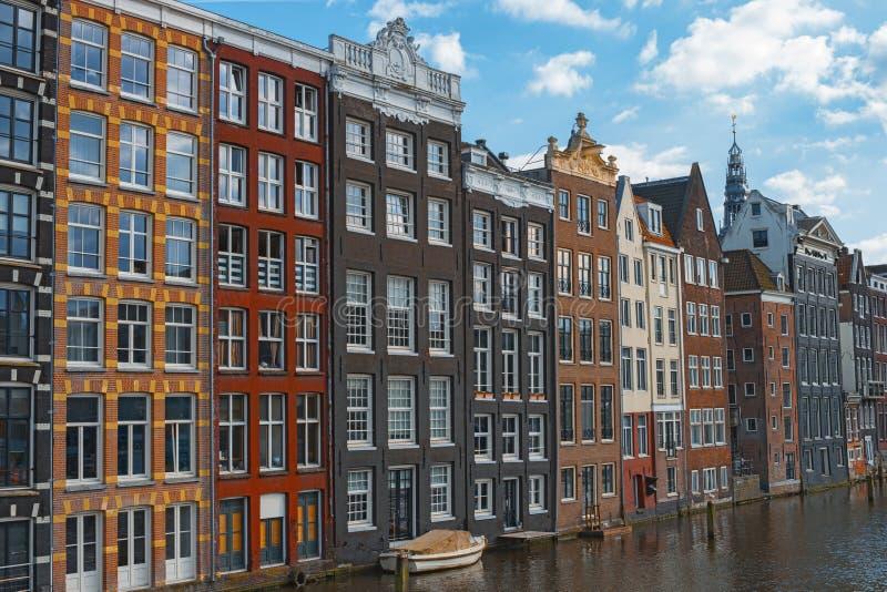 Παραδοσιακά ολλανδικά παλαιά σπίτια Άμστερνταμ Κάτω Χώρες στοκ εικόνα με δικαίωμα ελεύθερης χρήσης