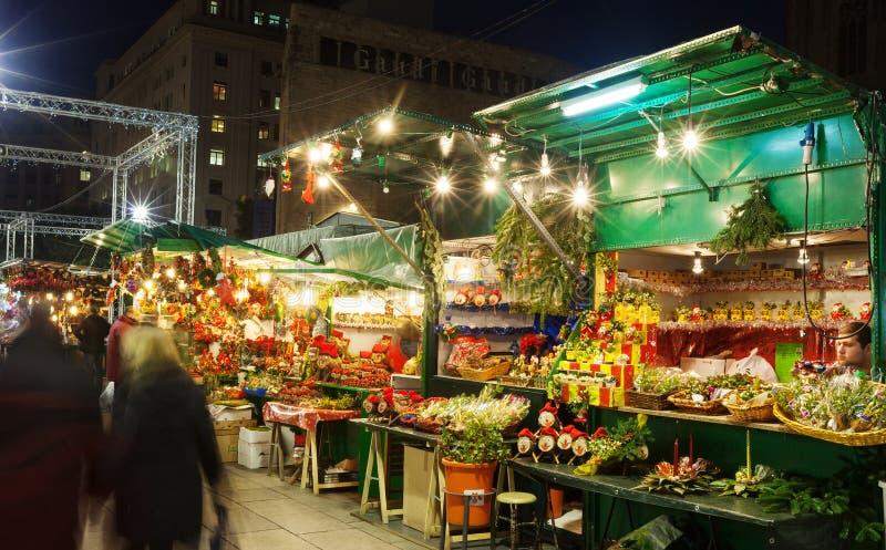 Παραδοσιακά παιχνίδια και δώρα στις αγορές Χριστουγέννων στοκ εικόνες