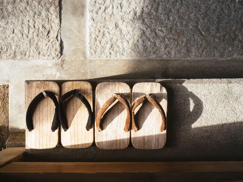 Παραδοσιακά υποδήματα Zori της Ιαπωνίας στη τοπ άποψη πατωμάτων στοκ φωτογραφία