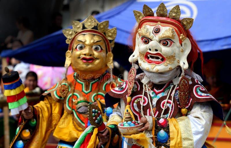 Παραδοσιακές μογγολικές κοστούμι και μάσκα στοκ εικόνες