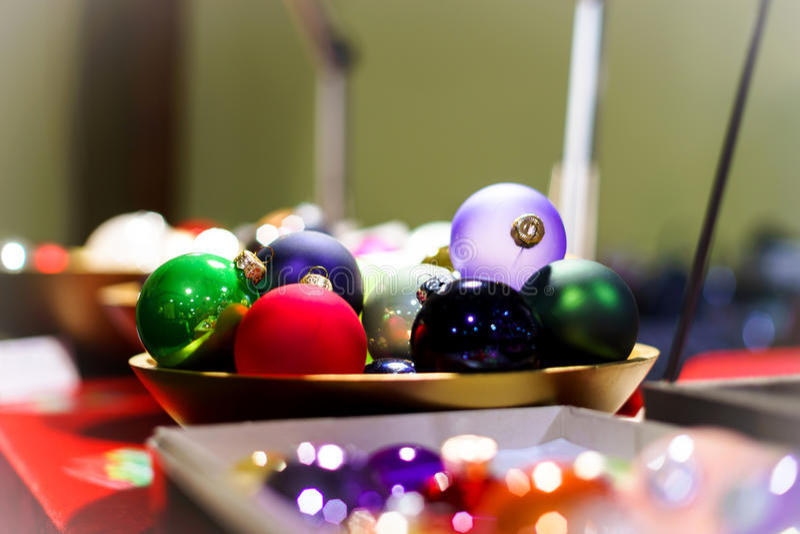 Download Παραδοσιακή αγορά Χριστουγέννων με τα χειροποίητα αναμνηστικά Στοκ Εικόνα - εικόνα από διακόσμηση, γαλλία: 62700087