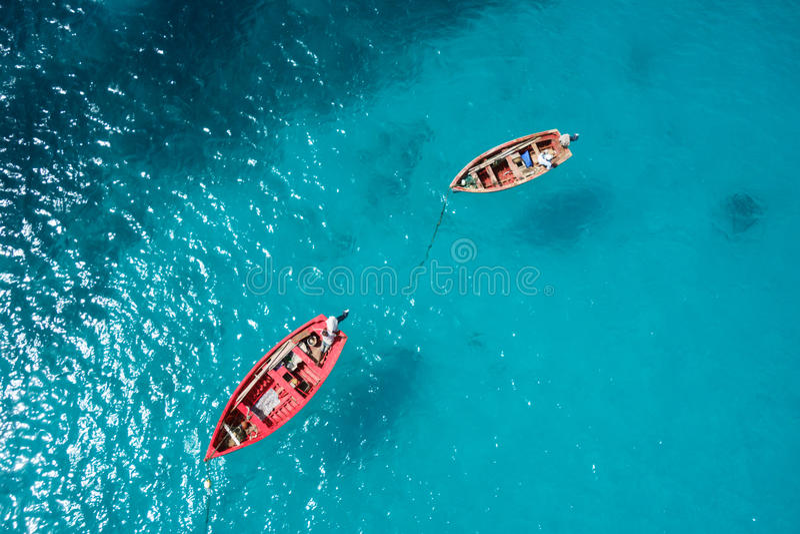 Παραδοσιακή βάρκα ψαράδων στη Σάντα Μαρία στο νησί άλατος στο ακρωτήριο VE στοκ φωτογραφίες με δικαίωμα ελεύθερης χρήσης