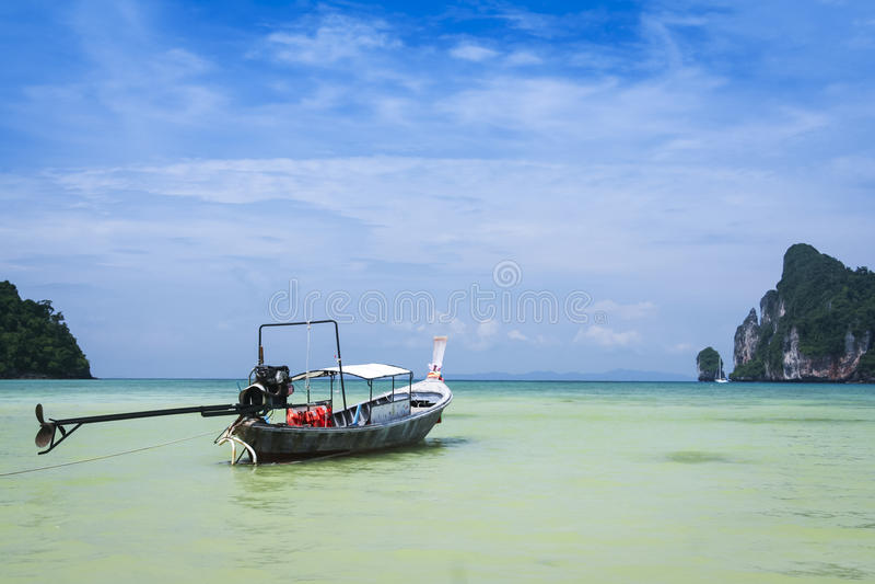 Koh βαρκών Longtail phi phi στοκ φωτογραφία με δικαίωμα ελεύθερης χρήσης