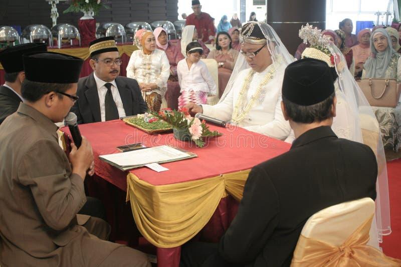 Download Παραδοσιακή Ιάβα γαμήλιας δύσης Εκδοτική εικόνα - εικόνα από κοιτάξτε, οικογένεια: 62709145