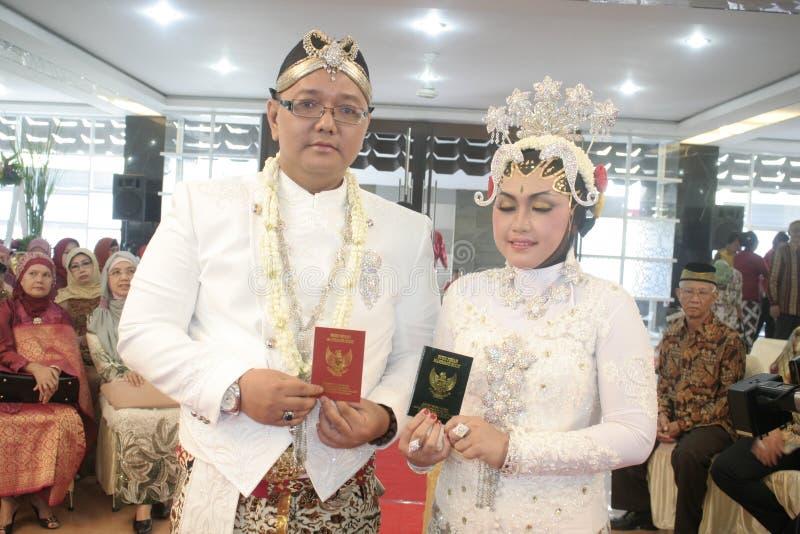 Download Παραδοσιακή Ιάβα γαμήλιας δύσης Εκδοτική Φωτογραφία - εικόνα από κοστούμια, δύση: 62709227