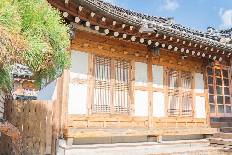 Παραδοσιακή κορεατική αρχιτεκτονική ύφους στο χωριό ι Bukchon Hanok στοκ εικόνα