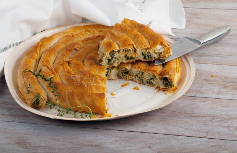 Download Παραδοσιακή μεσογειακή πίτα, με το σπανάκι και το τυρί Στοκ Εικόνες - εικόνα από γεύμα, κομμάτι: 62703010