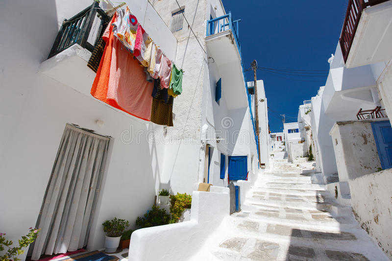 Παραδοσιακή οδός του νησιού της Μυκόνου στην Ελλάδα στοκ φωτογραφία με δικαίωμα ελεύθερης χρήσης
