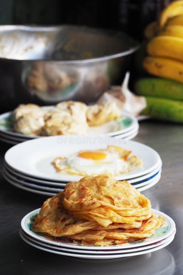 Παραδοσιακή τηγανισμένη paratha τηγανίτα roti στοκ φωτογραφίες