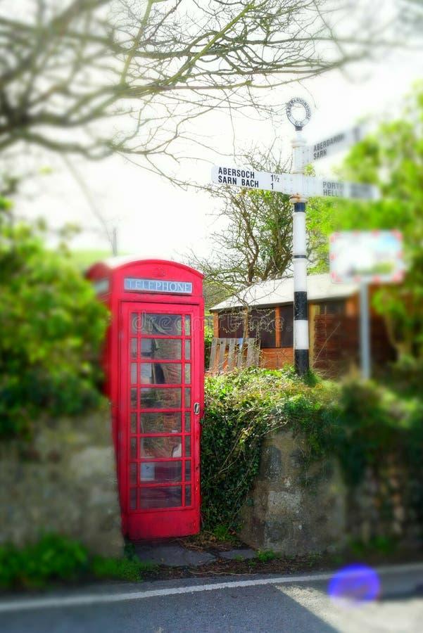 Παραδοσιακός αγγλικός τηλεφωνικός θάλαμος στοκ εικόνα