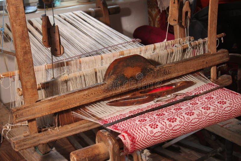 Παραδοσιακός υφαίνοντας αργαλειός στοκ φωτογραφίες