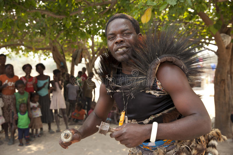 Παραδοσιακό αφρικανικό άτομο ιατρικής στοκ φωτογραφία με δικαίωμα ελεύθερης χρήσης
