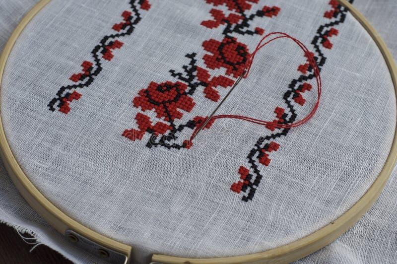 Παραδοσιακό λαϊκό χειροποίητο floral σχέδιο διαγώνιος-βελονιών στοκ φωτογραφίες με δικαίωμα ελεύθερης χρήσης