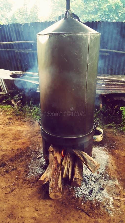Παραδοσιακό βράσιμο στον ατμό μαγειρέματος στοκ εικόνες