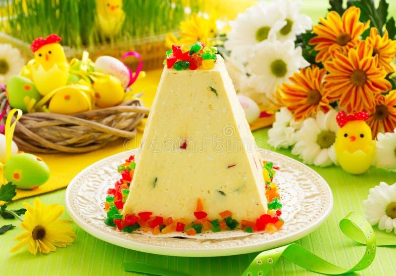 Παραδοσιακό επιδόρπιο Πάσχας που γίνεται από το τυρί εξοχικών σπιτιών στοκ εικόνα με δικαίωμα ελεύθερης χρήσης