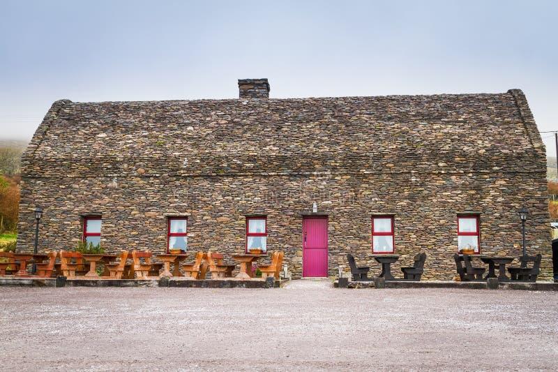 Παραδοσιακό ιρλανδικό σπίτι εξοχικών σπιτιών στοκ εικόνες