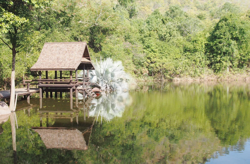 Παραδοσιακό ταϊλανδικό περίπτερο προκυμαιών στοκ φωτογραφίες με δικαίωμα ελεύθερης χρήσης