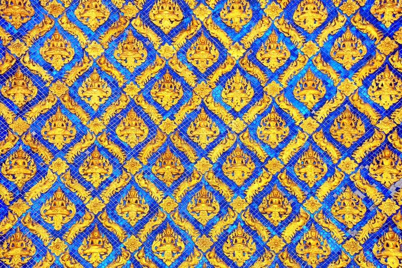 Παραδοσιακό ταϊλανδικό σχέδιο ύφους διακοσμητικό στο ναό στοκ εικόνες