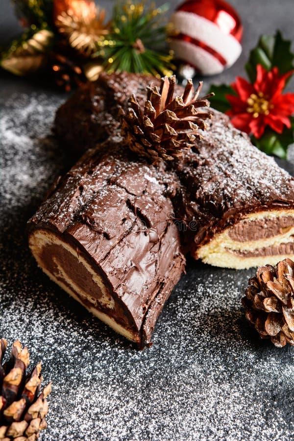 Παραδοσιακό Christmas Buche de Noel κέικ στοκ εικόνα