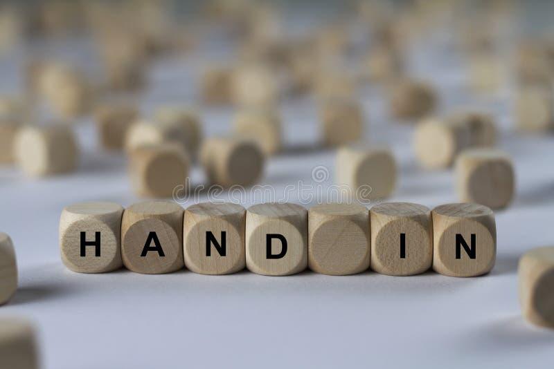 Παραδώστε - κύβος με τις επιστολές, σημάδι με τους ξύλινους κύβους στοκ φωτογραφία με δικαίωμα ελεύθερης χρήσης