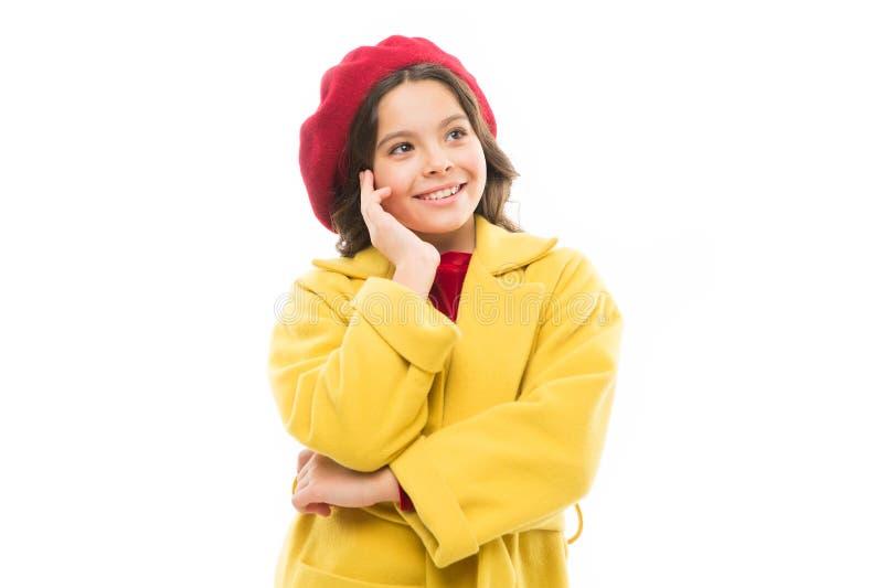 Παρισινό daydreamer μικρό παρισινό κορίτσι με το ευτυχές πρόσωπο r Ύφος φθινοπώρου της Γαλλίας r στοκ εικόνες με δικαίωμα ελεύθερης χρήσης