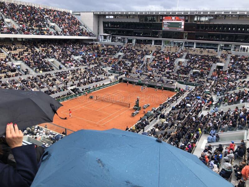 ΠΑΡΙΣΙ, Γαλλία, στις 7 Ιουνίου 2019: Δικαστήριο Philippe Chatrier των γαλλικών ανοικτών πρωταθλημάτων του Grand Slam, στη βροχή π στοκ φωτογραφία