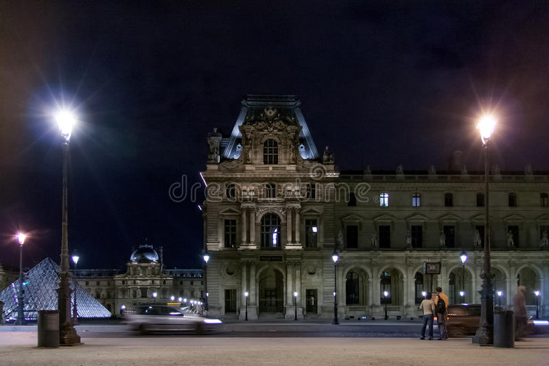 ΠΑΡΙΣΙ, ΓΑΛΛΙΑ - 23 Απριλίου 2016: Το παλάτι του Λούβρου στο τετράγωνο ιπποδρομίων 2007 france june louvre museum paris στοκ εικόνες με δικαίωμα ελεύθερης χρήσης