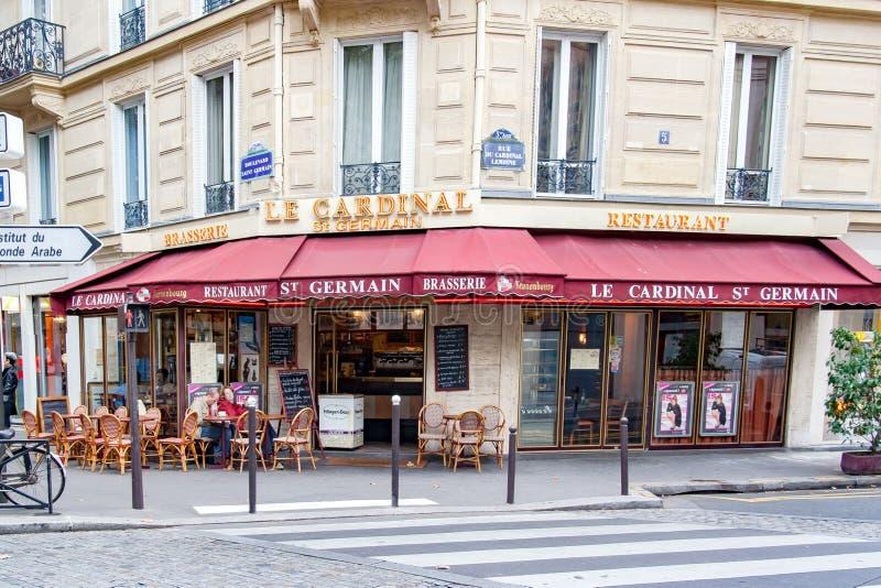 ΠΑΡΙΣΙ, ΓΑΛΛΙΑ ΣΤΙΣ 23 ΑΠΡΙΛΊΟΥ 2016 Restaurant LE Cardinal στοκ εικόνα με δικαίωμα ελεύθερης χρήσης