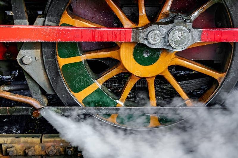 ΠΑΡΚΟ ΤΟΥ ΣΕΦΙΛΝΤ, SUSSEX/UK - 26 ΟΚΤΩΒΡΊΟΥ: Ρόδα τραίνων ατμού στο θόριο στοκ φωτογραφία με δικαίωμα ελεύθερης χρήσης