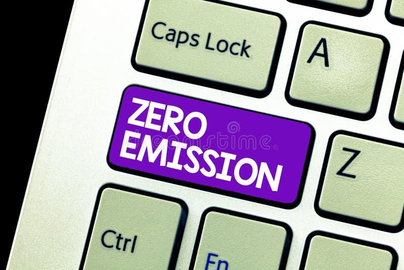 Παρουσίαση σημαδιών κειμένων με μηδενικές εκπομπές Η εννοιολογική φωτογραφία καμία επιβλαβής εκπομπή αερίων στην ατμόσφαιρα συντη στοκ εικόνα με δικαίωμα ελεύθερης χρήσης