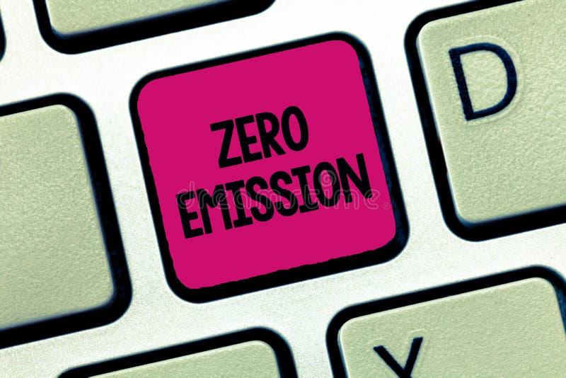 Παρουσίαση σημαδιών κειμένων με μηδενικές εκπομπές Η εννοιολογική φωτογραφία καμία επιβλαβής εκπομπή αερίων στην ατμόσφαιρα συντη στοκ εικόνες με δικαίωμα ελεύθερης χρήσης