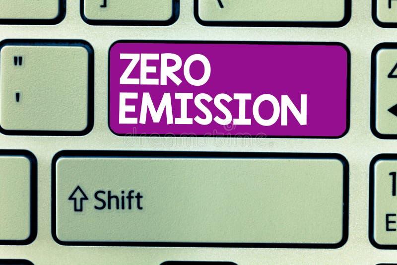 Παρουσίαση σημαδιών κειμένων με μηδενικές εκπομπές Η εννοιολογική φωτογραφία καμία επιβλαβής εκπομπή αερίων στην ατμόσφαιρα συντη στοκ φωτογραφίες