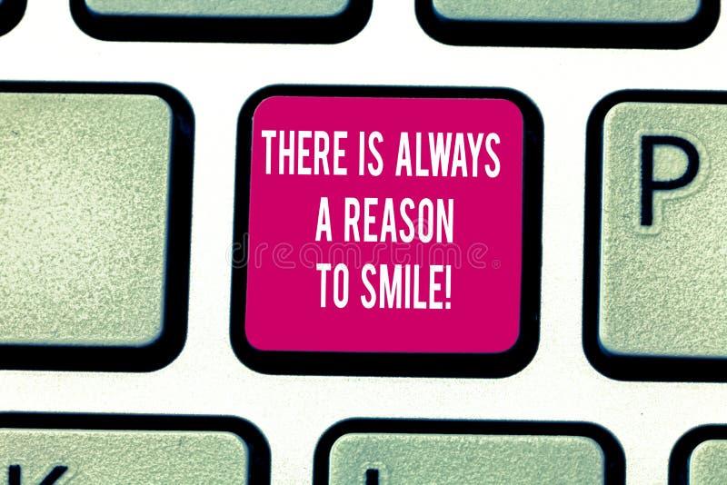 Παρουσίαση σημειώσεων γραψίματος υπάρχει πάντα ένας λόγος να χαμογελάσει Επιχειρησιακή φωτογραφία που επιδεικνύει τη θετική ενέργ στοκ εικόνες