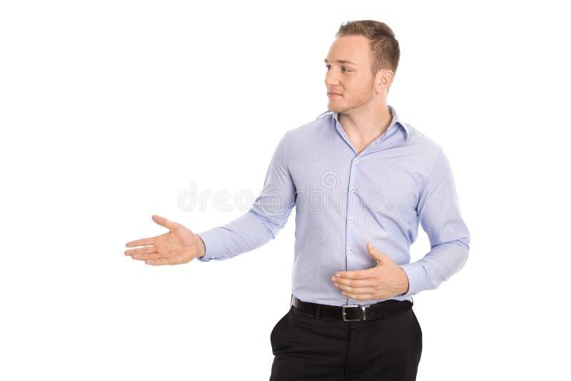 Παρουσιάζοντας τον απομονωμένο επιχειρηματία στο μπλε πουκάμισο που φαίνεται λοξά τ στοκ εικόνες