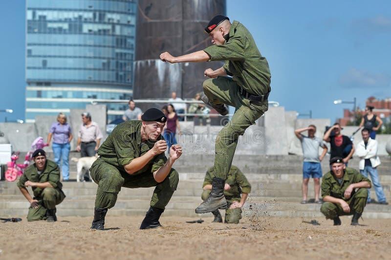 Παρουσιάστε του Στρατεύματος Πεζοναυτών στοκ φωτογραφίες