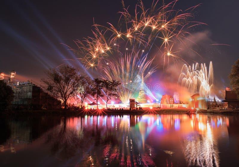 Παρουσιάστε το φως και πυροτέχνημα στην Ταϊλάνδη στοκ φωτογραφία με δικαίωμα ελεύθερης χρήσης