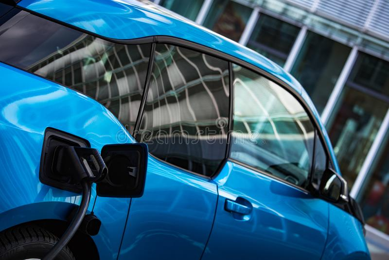 Παροχή ηλεκτρικού ρεύματος για την ηλεκτρική χρέωση αυτοκινήτων στοκ εικόνα με δικαίωμα ελεύθερης χρήσης